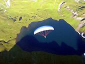 In volo con il parapendio sul lago Verney (La Thuile)